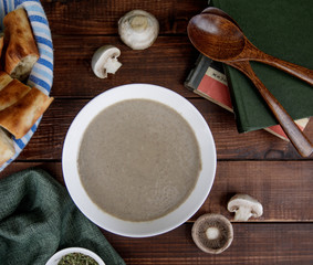 top view of mushroom soup served with tandoor brad in wood board
