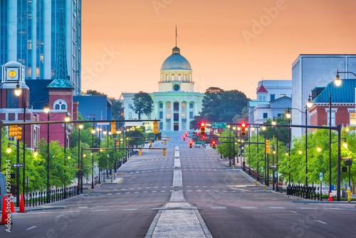Fototapete Montgomery, Alabama, USA with the State Capitol at dawn.