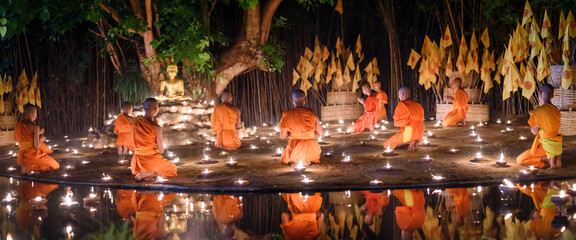Papiers peints Buddha CHIANG MAI, THAILAND - May 18: Visakha Puja Day Thai monks sitting meditate with many candle at Phan Tao temple on May 18, 2019 in Chiang Mai, Thailand.