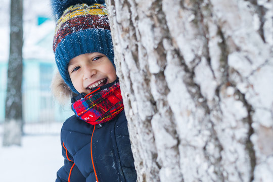 Boy played in the winter on the street