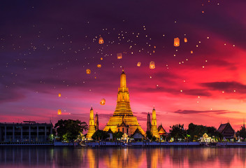Wall Murals Place of worship Wat Arun is one of the well-known landmarks of Thailand