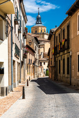 Spoed Foto op Canvas Smal steegje One of the many narrow streets in the city of Segovia in Spain