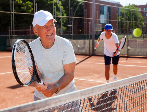 tennis players of different generations playing tennis court