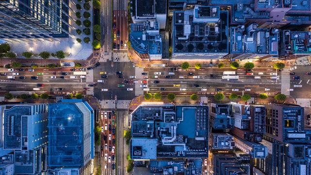 ビジネス街の夜景 空撮