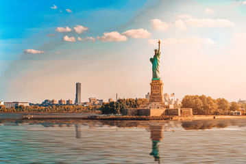 Statue of Liberty (Liberty Enlightening the world) near New York. Fotomurales