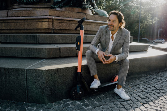 Mann with E-Scooter