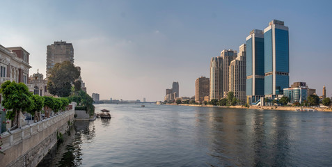 Panoramic view of river Nile in downtown of Cairo with Zamalek and modern buildings, Egypt Papier Peint