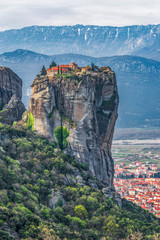 Photo sur Aluminium Bleu jean Meteora with monastery of Holy Trinity and Kalambaka town