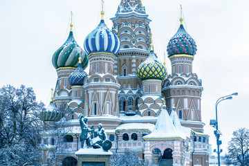 Fototapete - St Basil's cathedral in cold winter, Moscow, Russia. It is a famous landmark of Moscow. Old Red Square after snowfall. Ancient architecture of Moscow under the snow. Concept of Russian frost.