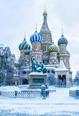 Fototapete - St Basil's cathedral in cold winter, Moscow, Russia. It is a famous landmark of Moscow. Old Red Square during snowfall. Ancient architecture of Moscow under the snow. Concept of Russian frost.