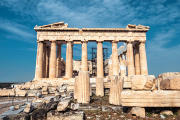 Fototapete - Ancient Parthenon temple on Acropolis, Athens, Greece. It is top landmark of Athens. Facade of famous Parthenon in Athens city center. Scenery of Greek ruins, remains of classical Athenian culture.