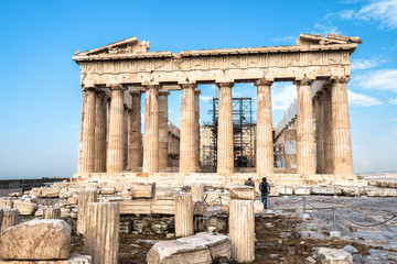 Fototapete - Parthenon on Acropolis hill, Athens, Greece. It is a top landmark of Athens. Ancient Greek ruins in Athens center in summer. Tourists look at the famous temple, remains of classical Athenian culture.