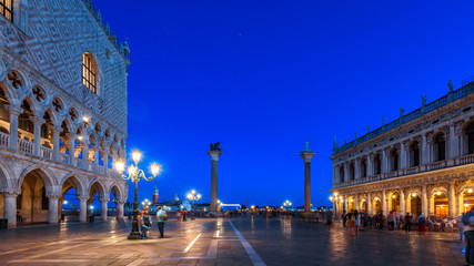 Fototapete - Venice at night, Italy. Panoramic view of famous St Mark`s Square or Piazza San Marco in evening. This place is top landmark of Venice. Renaissance architecture of Venice at dusk. Long exposure photo.