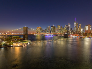 Fototapete - New York City downtown buildings skyline Brooklyn Bridge evening night