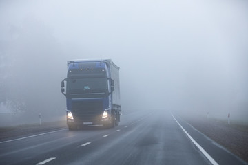 Truck on the road in the fog Fototapete