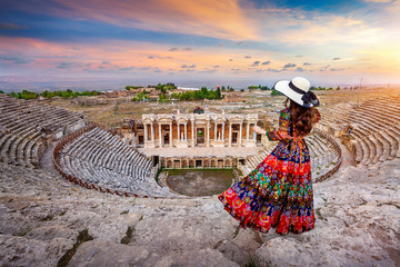 Woman standing on Hierapolis ancient city at Pamukkale in Turkey Fototapete