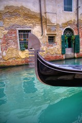 Foto op Aluminium Venetie Gondola sailing through a canal in Venice.