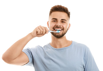 Fotomurales - Portrait of man brushing teeth on white background