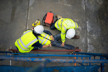 Obraz Basic first aid training for support accident in site work, Builder accident fall scaffolding to the floor, Safety team help employee accident. - fototapety do salonu