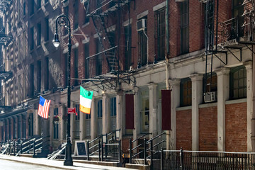 Fotobehang New York Irish and American flags hanging on the historic buildings along Pearl Street in lower Manhattan New York City