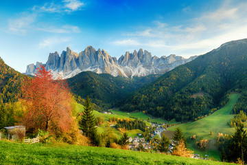 Photo sur Aluminium Piscine Beautiful landscape of Italian dolomites - Santa maddalena