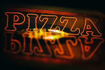 Red neon pizza sign reflected during night time Fototapete