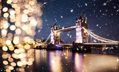 snowing in london - winter in the city Fototapete