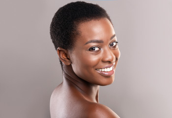 Fototapete - Half-turned beautiful black woman with white smile and clean skin