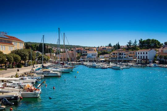 Der Hafen von Malinska, Insel von Krk, Kroatien, Kvarner-Golf, Adria, Kroatien|The port of Malinska, island of Krk, Croatia, Kvarner Gulf, Adriatic Sea, Croatia