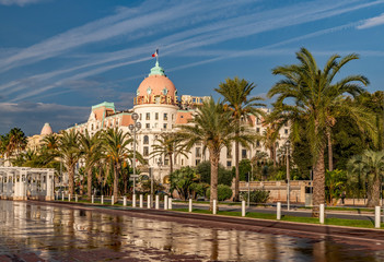 Hotel Negresco et Promenade des anglais et baie des anges à Nice