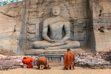Deurstickers Boeddha Polonnaruwa. Sri Lanka. Gal Vihara Buddhist Statue. Vertical photo