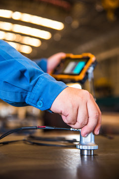 Ultrasonic test to detect imperfection or defect of steel plate in the factory, NDT Inspection.