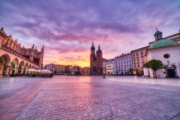 St. Mary's Basilica on the Krakow Main Square at Sunrise, Krakow Fototapete