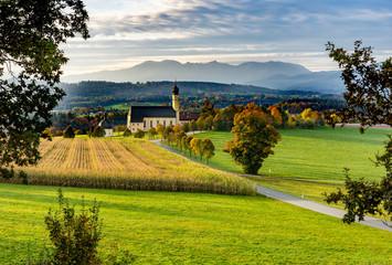 Urlaub in Oberbayern / Chiemgau: Wallfahrtskirche Wilparting St.Marinus
