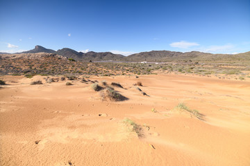 Playa de Calblanque. Playa natural protegida de gran valor paisajístico. Es uno de los espacios naturales de la costa que se mantiene casi virgen.