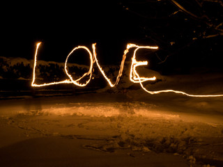 Love Feuer Fackel Bild bei nacht im schnee