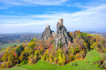 Obraz Aerial view of ruins of Trosky Castle (Hrad Trosky) in sunny autumn day, Cesky Raj, Czechia - fototapety do salonu