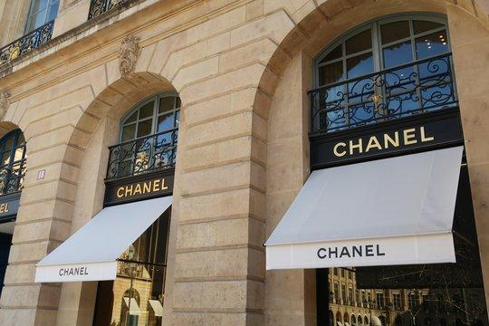 Devanture de la boutique Chanel sur la place Vendôme à Paris – 26 octobre 2019 (France)