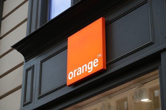 Enseigne d'une boutique Orange, quartier de l'Opéra à Paris – 26 octobre 2019 (France)