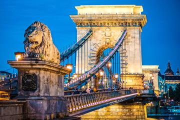 Deurstickers Boedapest セーチェーニ鎖橋の夜景(ハンガリー・ブダペスト)
