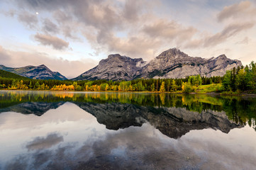 Canadian rockies with the moon reflection on Wedge pond in the morning at Kananaskis country Fototapete
