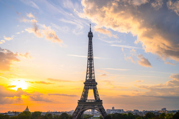 Photo sur Toile Tour Eiffel Eiffel Tower at sunrise