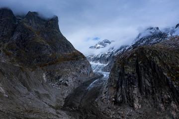 Fiechergletscher mit düsteren Wolken / Fieschergletscher glacier with dramatic clouds