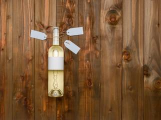 Bouteille vin blanc fond bois photo studio étiquette personnalisable avec étiquettes
