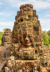 Fototapete - Amazing view of towers with stone faces of Bayon temple