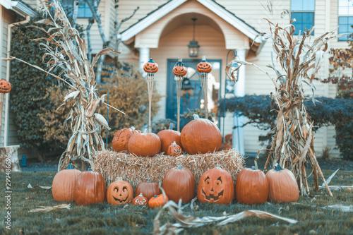 Halloween outdoor pumpkin decorations in front of house yard