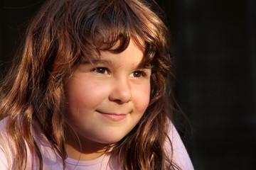 Portrait glückliches türkisches Mädchen