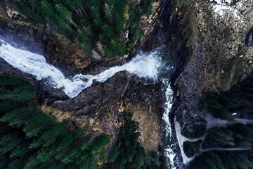 In de dag Bos rivier Fascinating high angle shot of the origin of a waterfall on rocks in a forest