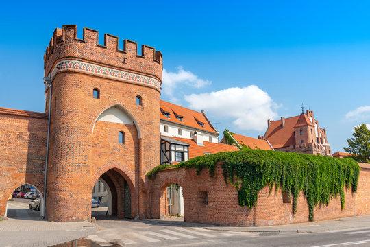 Bridge Gate (Polish: Brama Mostowa) from 1432 and city wall in Torun, Poland.