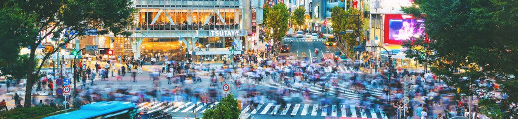 Poster Tokyo People cross the famous intersection in Shibuya, Tokyo, Japan one of the busiest crosswalks in the world